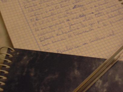 Escribo en un cuaderno azul